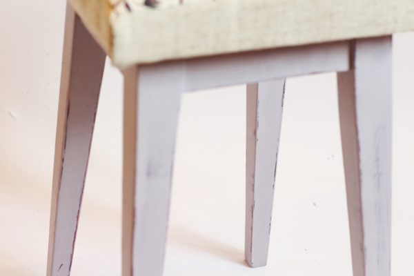 drewniany taboret farby kredowe